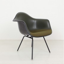 Eames Fiberglas arm chair Herman Miller/Vitra