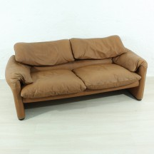 Maralunga couch by Vico Magistretti for Cassino